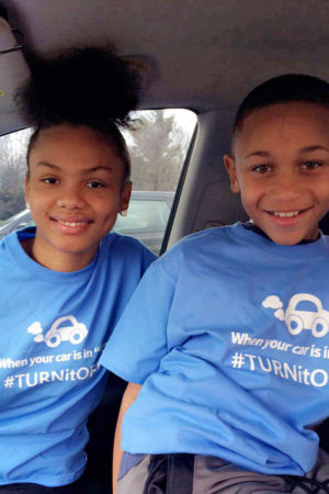 Kids fight air pollution an save the planet with #TURNitOFF T-shirts