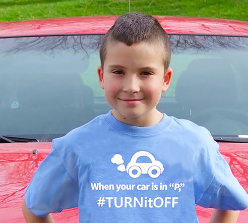 Tee shirt reminds people to turn off their cars instead of wasting gas and causing pollution by idling