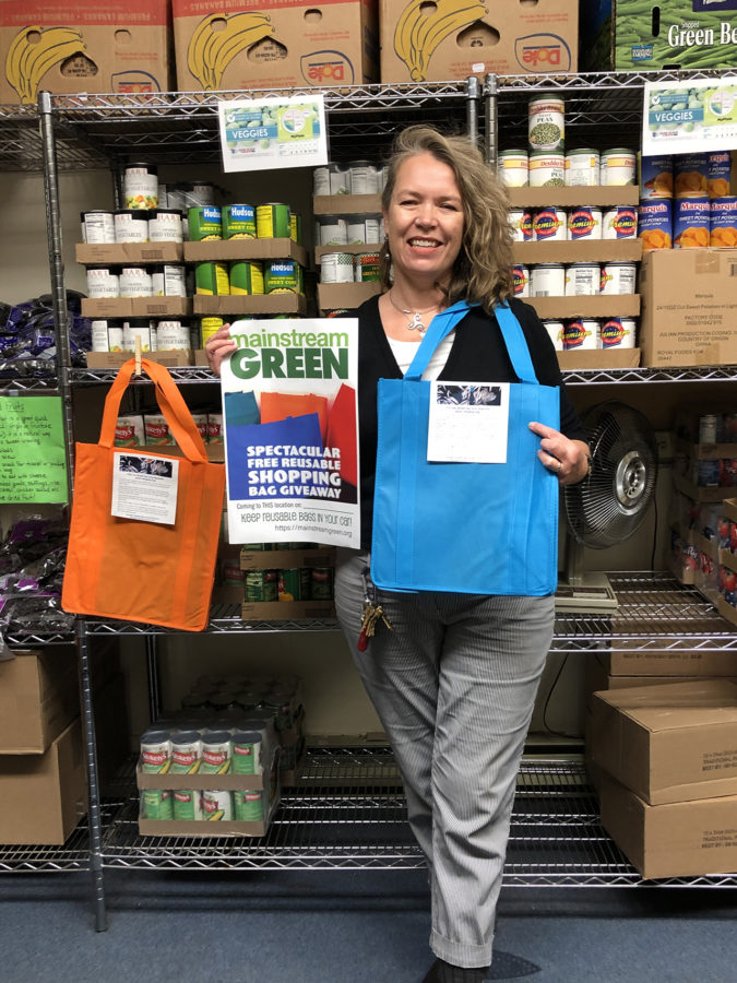 Reusable shopping bags given to Onondaga County food pantry by Mainstream Green